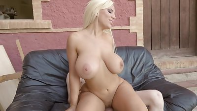 Big ass mature feels a young monster in her pink cherry