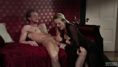 Perfectly shaped and blue looking in black stuff blonde MILF Stormy Daniels gives BJ