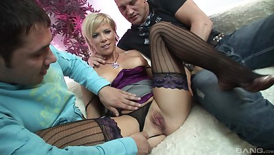 An normal make obsolete turns prevalent a threesome between blonde milf and dudes