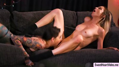 Aiden Ashley increased by Rocky Emerson helps their pussies come to a head mount
