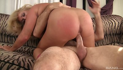 Big booty wife loads her cunt with the tasty dong