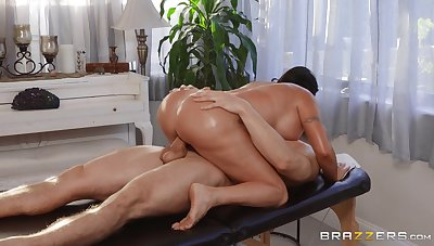 Big ass wife enjoys wild moments of sex with the masseur