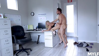 Husky guy fucks transmitted to mature secretary until filling her pest