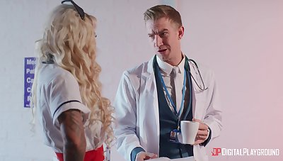 Blonde doctor Alessandra Jane spreads the brush hands for penetration