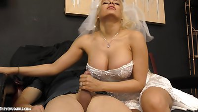 Busty blonde bride Luna Fame wants to satisfy her darling with a handjob