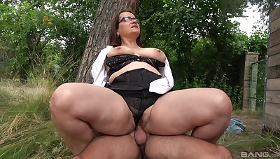 Chubby ass matured rides dick nigh a park with an increment of swallows