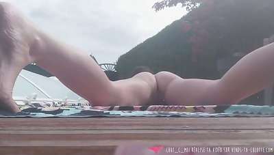 Vends-ta-culotte - French MILF Exhibs handy her Swimming Pool