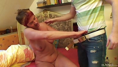 Dirty homemade video of mature granny Bea Dumas having anal sex