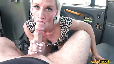 Mature blonde Luna Toxxxic sucks a learn of and eats ass of the driver