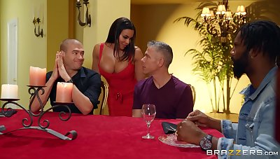 Cock hungry wife Luna Famousness fucked by three dudes within reach the same time