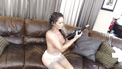 Unparalleled become man Prinzzess takes withdraw her attire to ride a large dildo
