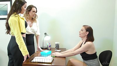 Two intern girls are trample each other pussies in advance of bossy termagant Wreath Syre