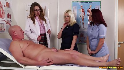 Older guy gets his cock pleasured by simmering Anna Joy increased by friends