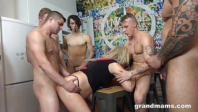 Mature blonde gives up her mouth and cunt during gangbang